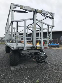DPW 210 BL mit Breitreifen und Ladungssicherung