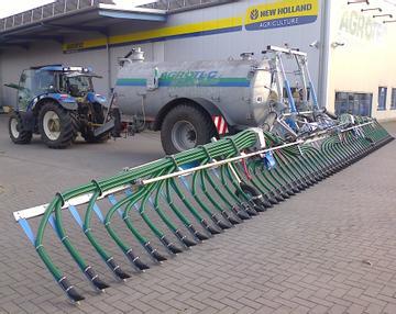 Bomech bei AGROTEC 46348 Raesfeld Gülleverteiler Speedy + Farmer 12 + 15 m