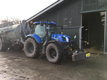 New Holland Traktoren T 6.140 AC